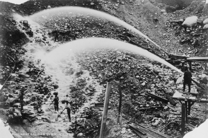 photograph of gold hydraulic mining