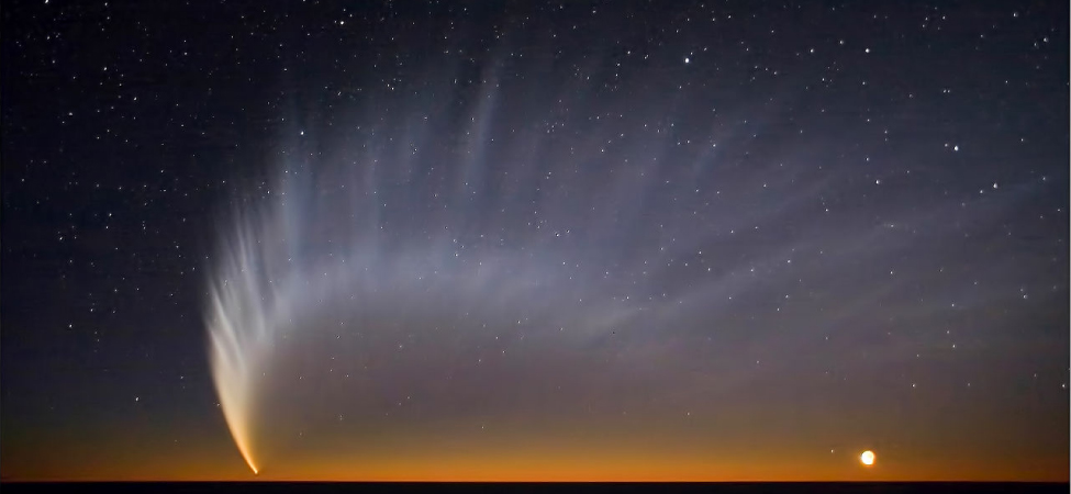 Picture shows a comet with a tail.